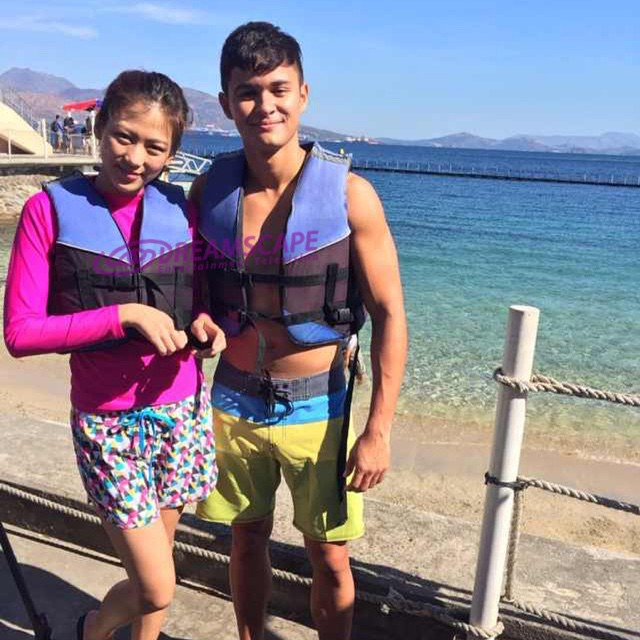 PHOTOS: Inday at Greg meet their dolphin buddies